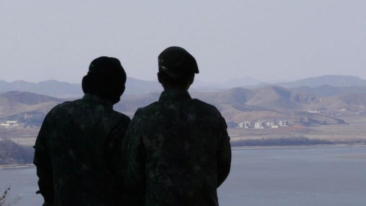 USA začali s Južnou Kóreou a Japonskom spoločné vojenské cvičenie