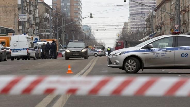 Policajtov privolali k dopravnej nehode. Na mieste ich zastrelili