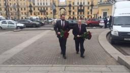 Petrohrad sa spamätáva z útoku, obete si uctil aj náš konzulát