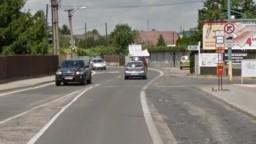 Hlavnú cestu v Bratislave blokovalo auto, spal v ňom opitý vodič