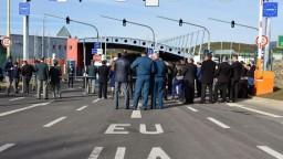 Kontroly na hraniciach Únie sa po útokoch v Európe sprísňujú