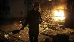 Únia chce chrániť vlastných oceliarov. Na čínsku oceľ uvalila clá