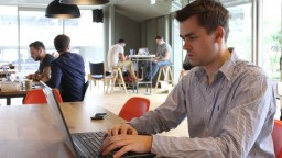 Pellegrini sľubuje online platby za štátne služby aj významné úspory