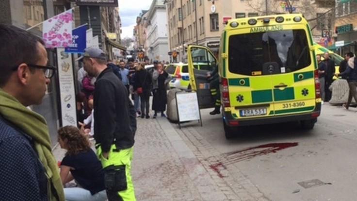 ONLINE: Do davu ľudí v Štokholme vrazil nákladiak, zatkli podozrivého