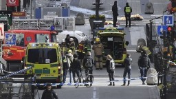 Štokholm sa spamätáva z útoku, úrady potvrdili identitu podozrivého