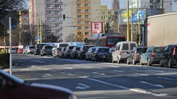 Na sídlisku v Prešove povolili prejazd kamiónom, tie poškodili kvalitu vozovky