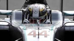 Na zajtrajšej Veľkej cene Číny vyštartuje z prvej pozície Hamilton
