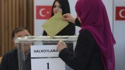 Tureckí voliči v Nemecku hlasujú o posilnení právomocí Erdogana