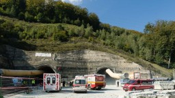 Na stavbe tunela Višňové došlo k smrteľnej nehode, zahynula mladá žena