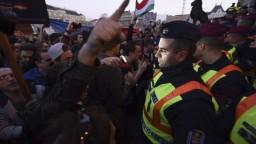 V Budapešti demonštrovali stovky ľudí proti zrušeniu Sorosovej univerzity