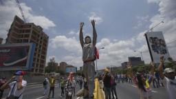 Protesty vo Venezuele majú ďalšiu obeť, policajt zabil študenta