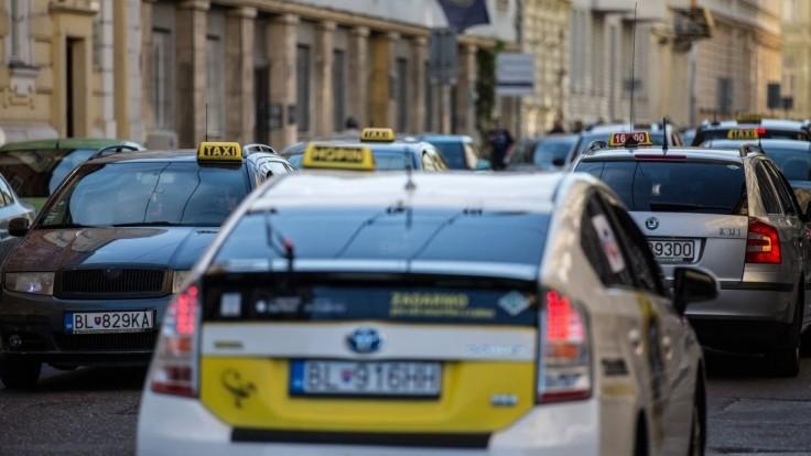SaS chce rušiť regulácie v taxislužbách, na podnikanie má stačiť jediná vec