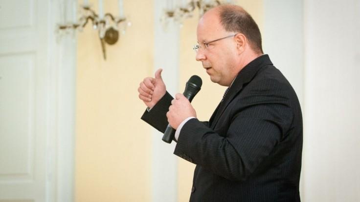 O post šéfa RTVS zabojuje aj riaditeľ tlačovej agentúry