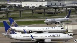 Americké aerolinky čelia kritike, verejnosť žiada odstúpenie riaditeľa z funkcie