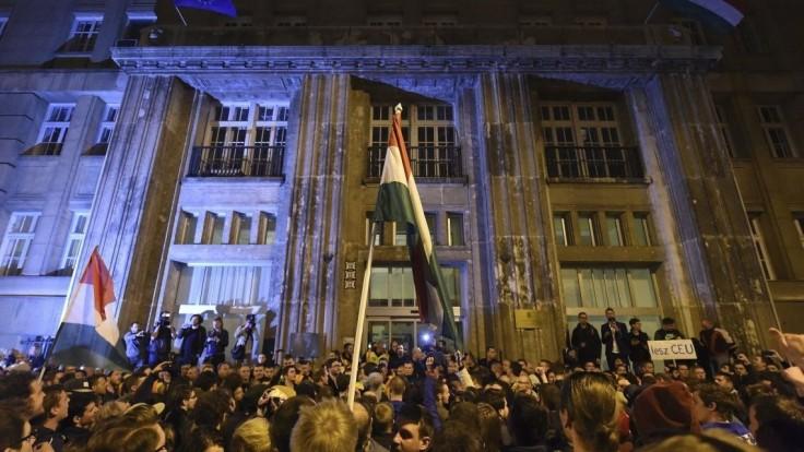 Sorosova ríša sa predviedla, píše maďarský vládny denník