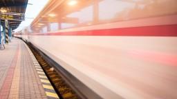 Vlaky na hlavnej železničnej trati meškali aj vyše 100 minút
