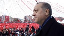 Podľa posledných prieskumov tureckí voliči podporia ústavné zmeny