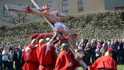 Kresťania slávia Veľký piatok, pripomínajú si ukrižovanie Krista