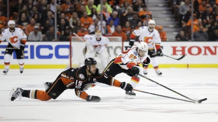 NHL: Chicago vstúpilo do Play-off prehrou, Pánik rozdal 7 bodyčekov