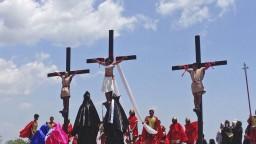 Opäť sa nechali pribiť na kríž. Na Filipínach slávili Veľký piatok