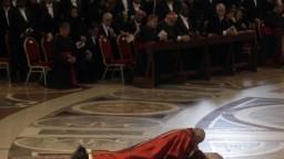 Pápež odslúžil slávnostný obrad, uctil si obete nedávnych útokov