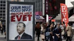 Čaká Turecko veľký politický obrat? Občania rozhodnú v referende