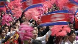 Severná Kórea oslavuje Deň Slnka. Predviedla aj svoj vojenský arzenál