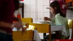 Žiaci v školských jedálňach jedia len tie jedlá, ktoré poznajú z domu
