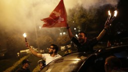 Za silného Erdogana hlasovali najmä Turci žijúci v zahraničí