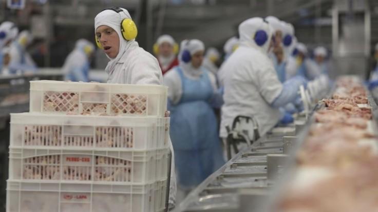 V medzinárodnom škandále s brazílskym mäsom obvinili desiatky ľudí
