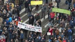 Protikorupčný protest bol pokojný, organizátori ocenili prístup polície