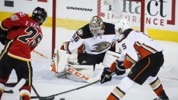 NHL: Anaheim sa stal prvým postupujúcim, Chárov Boston prehral