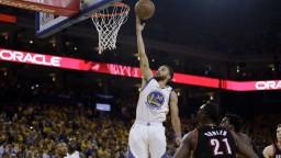 NBA: Favoriti nezaváhali, zvýšili svoje vedenie v sérii