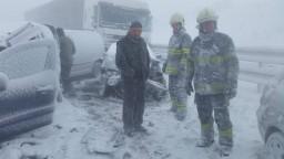 Fotogaléria: Takto vyzerá úsek diaľnice D1 po hromadnej nehode