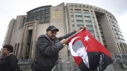 O referende Európsky súd rozhodovať nemôže, tvrdí turecký minister