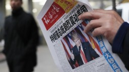 Trump sa opäť vyhráža, chce si posvietiť na čínsku oceľ