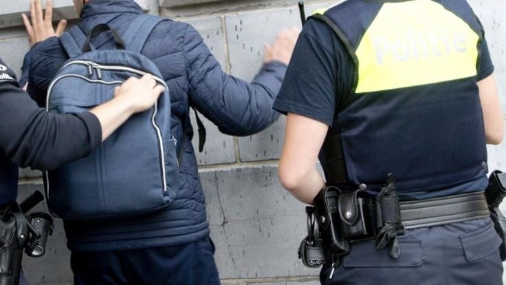 V Belgicku zadržali päť osôb, našli u nich zbrane i muníciu