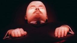Mnohým Rusom mŕtve telo súdruha Lenina v srdci Moskvy prekáža