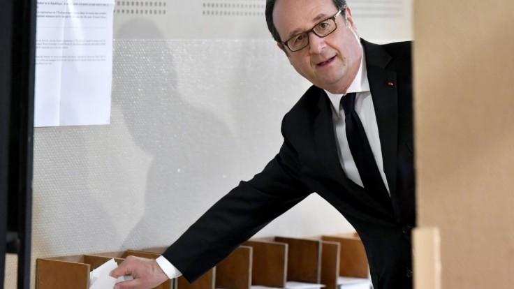 Poďte voliť, vyzval Hollande. Poukázal na silu demokracie