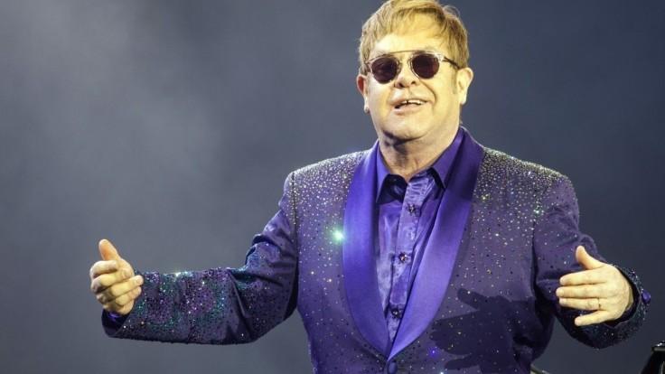 Elton John sa nakazil nezvyčajnou infekciou, ruší svoje koncerty