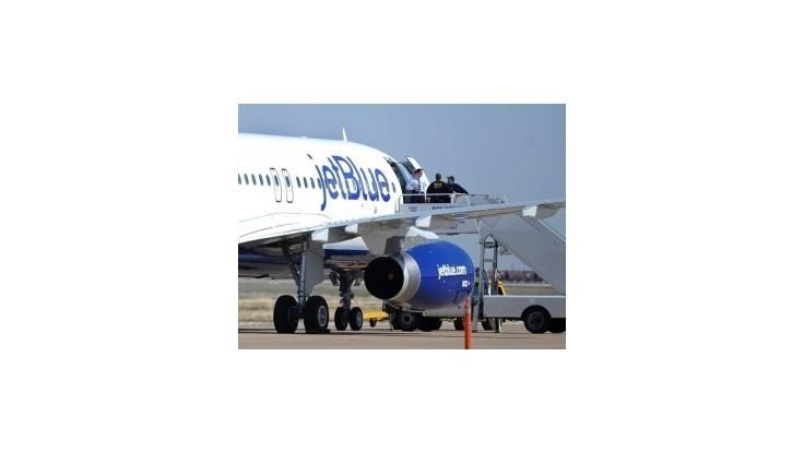 Pilot počas letu strašil cestujúcich hrozbou bomby a útokom al-Káidy