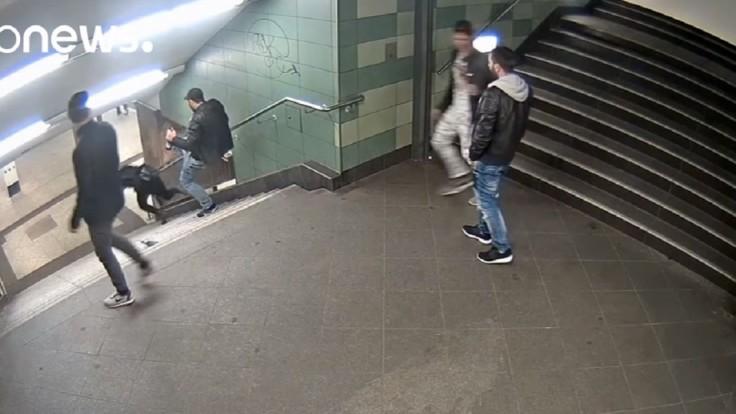 V berlínskom metre skopol ženu zo schodov, hrozí mu 10 rokov