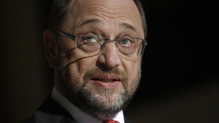 Martina Schulza napomenuli europoslanci pre vyplácanie prémií