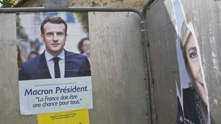 Macron je naďalej favoritom, prekonal by 60-percentnú hranicu