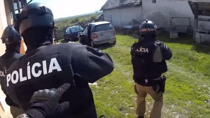 Zverejnili video zo zásahu proti dvojici podozrivej z vraždy