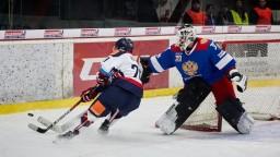 Hokejsti, ktorí neodišli do Nórska, trénujú na bratislavskom ľade