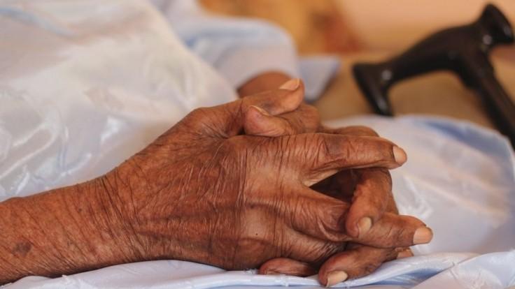 116-ročná žena prišla o dôchodok. Banka jej nechcela otvoriť účet