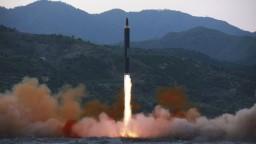 KĽDR odpálila ďalšiu balistickú strelu, zrejme minula japonské lode