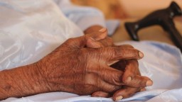Slovenská populácia starne, stúpa aj vek prvorodičiek