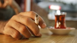 Českých fajčiarov čakajú zmeny, na týchto miestach si už nezapália